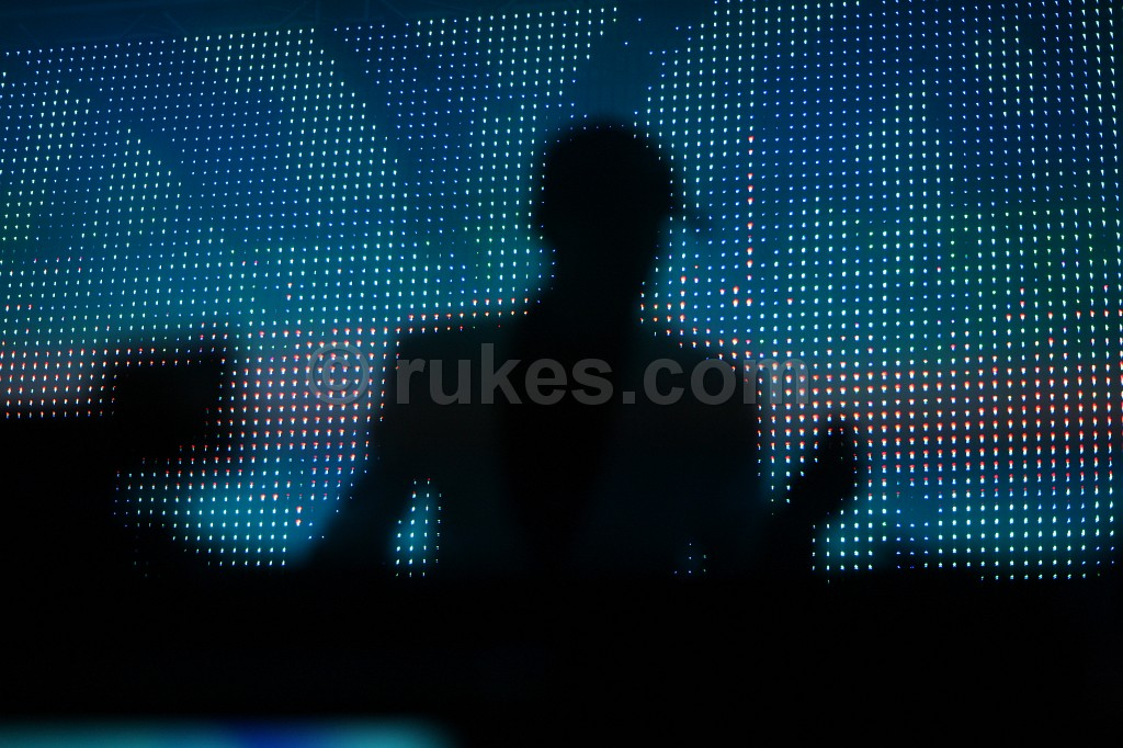 IMAGE: http://photo.rukes.com/tao09/slides/tao09%20032.jpg